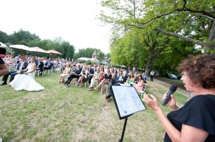 Christine zingt op bruiloft
